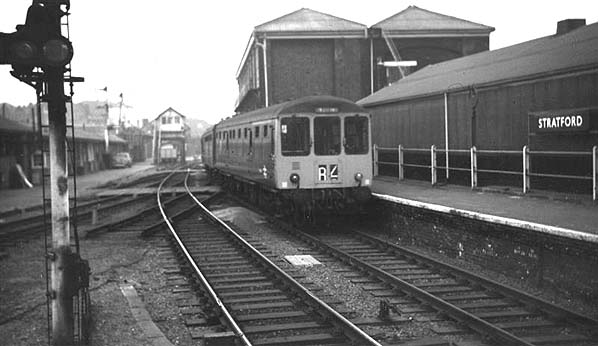 http://www.disused-stations.org.uk/s/stratford_low_level/stratford_low_level(john_law1971)old1.jpg